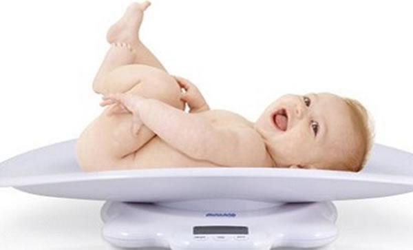 Escoge esta talla para tu bebé de meses máximo. Ten en cuenta que sea amplia de la parte de la barriguita. Si escoges un conjunto de 2 piezas, la parte de arriba que sea fácil de colocar, con escote ancho o