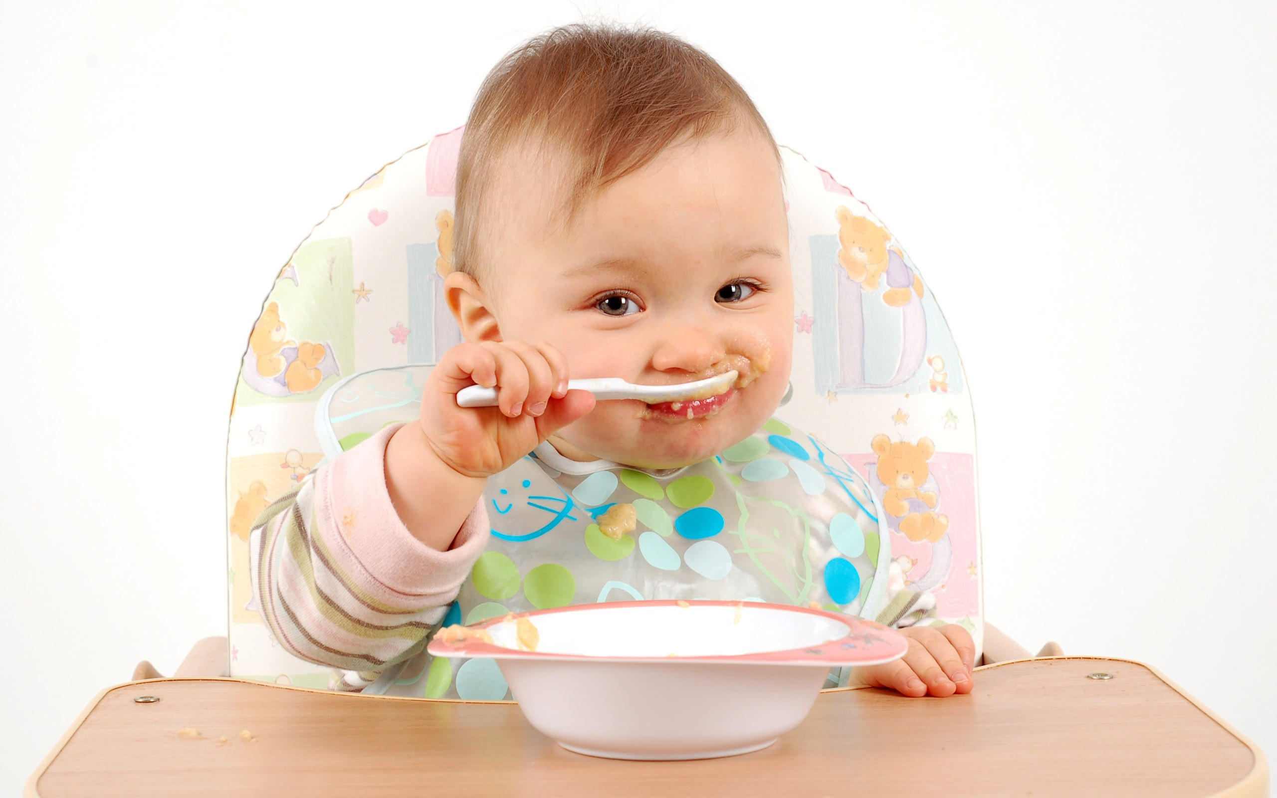 bebe-comer-alimentos-solidos